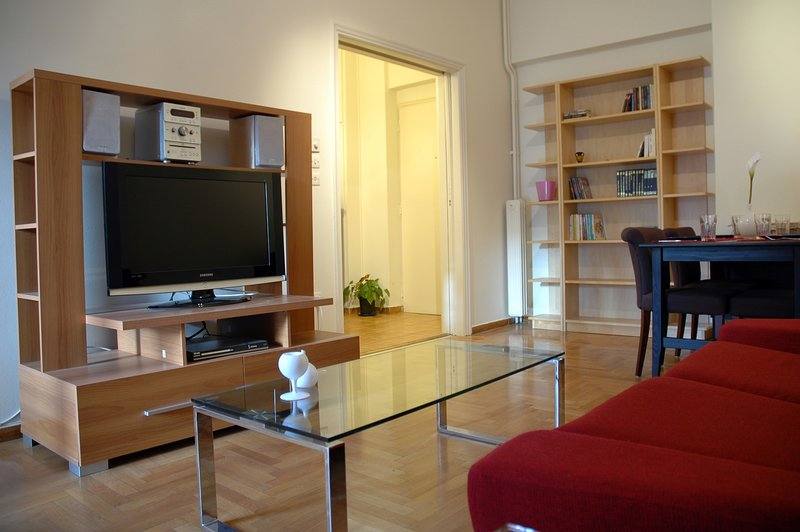 Athens Quality Apartments - No4, 2-bedroom apartment, holiday rental in Athens