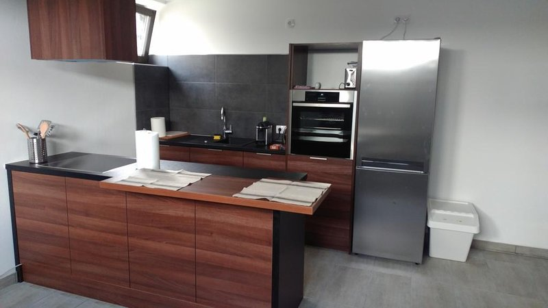 Fully-furnished 1 Bedroom Apartment TLA TDY, 5 min from Ramstein US Air Base, location de vacances à Kindsbach
