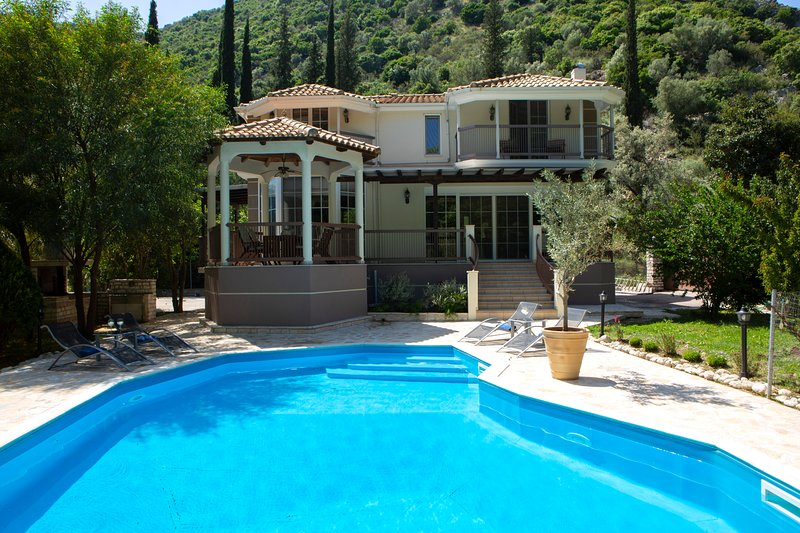 20% OFF:Secluded Family Villa Luxury private Hideaway with private pool, vacation rental in Lefkada