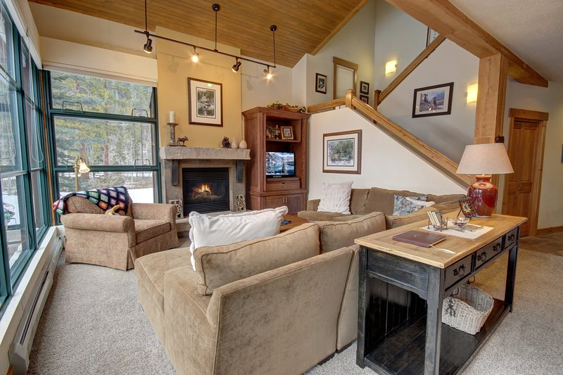 Wonderful bright and sunny west-facing townhome to make your ski vacation memories!