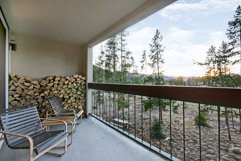 Private deck in West Keystone!