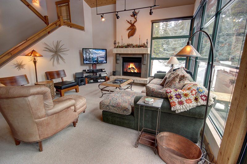 Nice two story townhome in East Keystone. Great for a woody area to feel like you are in the heart of the woods. Big living area for gathering around the fireplace after a long day of skiing.
