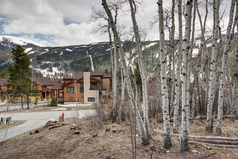 Secluded location with mountain views!