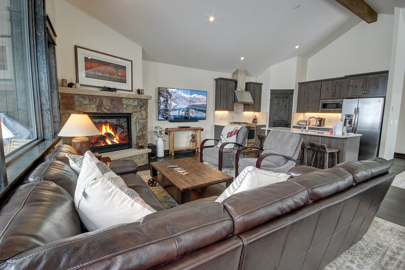 Big open floor plan of this condo. Great for big families with kids. Lots of rooms with bunk beds and space. Great areas for kids to play outside and inside.