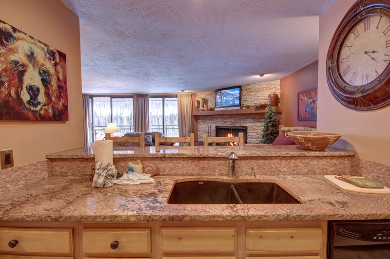Breakfast bar is great for those early mornings or quick lunch while enjoying all the outdoor activities in Keystone.
