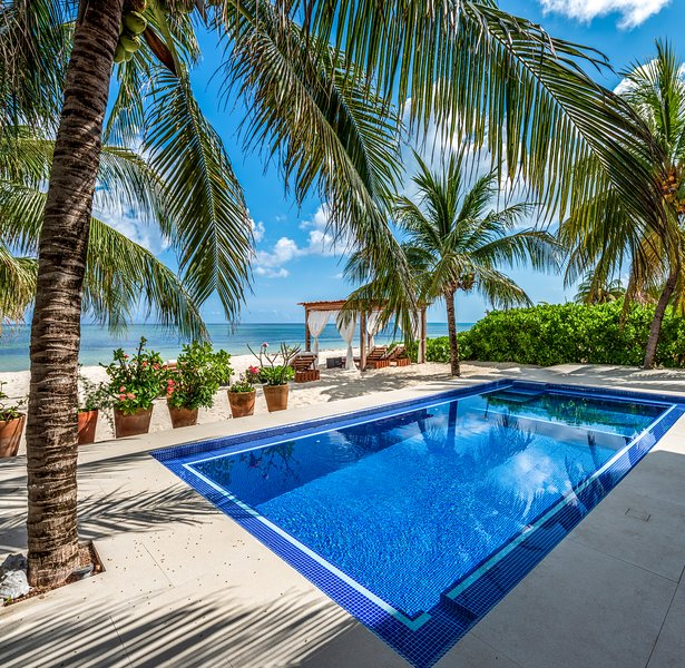 Magnificent 4 Bedroom Villa on White Sandy Beach, holiday rental in Cozumel