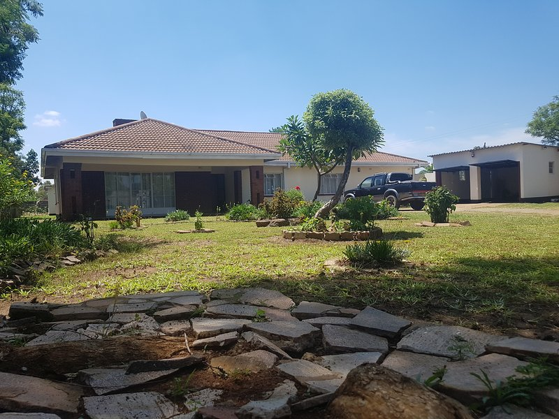 TWINLAKES VACATION / HOLIDAY HOME IN NORTON [ENTIRE HOUSE], holiday rental in Harare Province