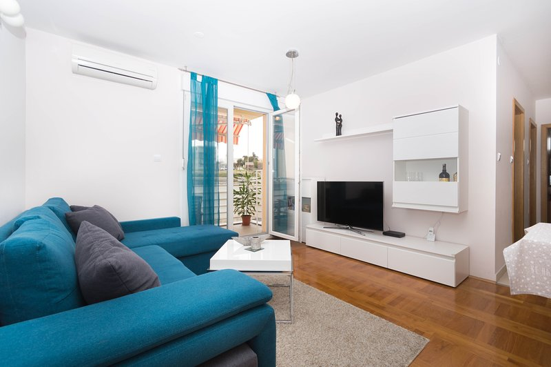 Nice two bedroom, newly equipped apartment in Split, with terasse and free parking space.