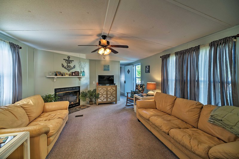 Swansboro welcomes you to this 3-bed, 2-bath vacation rental house!