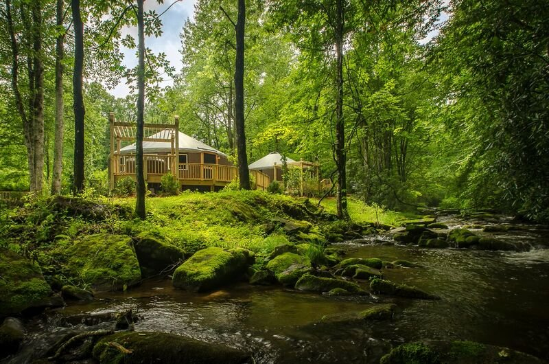 Luxury Creekside Yurt with Hot Tub, casa vacanza a Topton