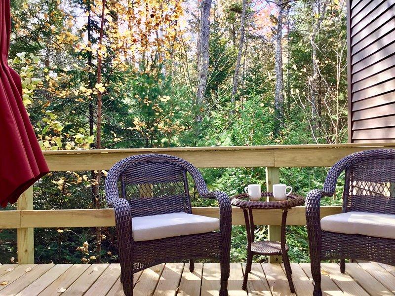 Willkommen in der Suite w / seinem privaten Deck und Eingang am Treetop-Retreat.