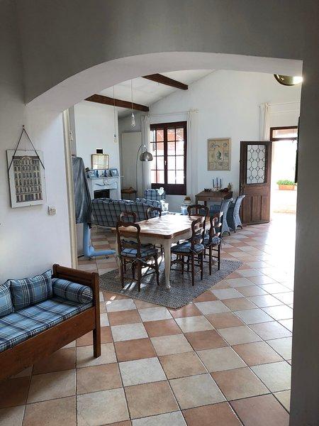 Loft au calme de 100 m2 avec terrasse sud de 30 m2 / Classé 3 clés à Clévacances, alquiler vacacional en Marsella