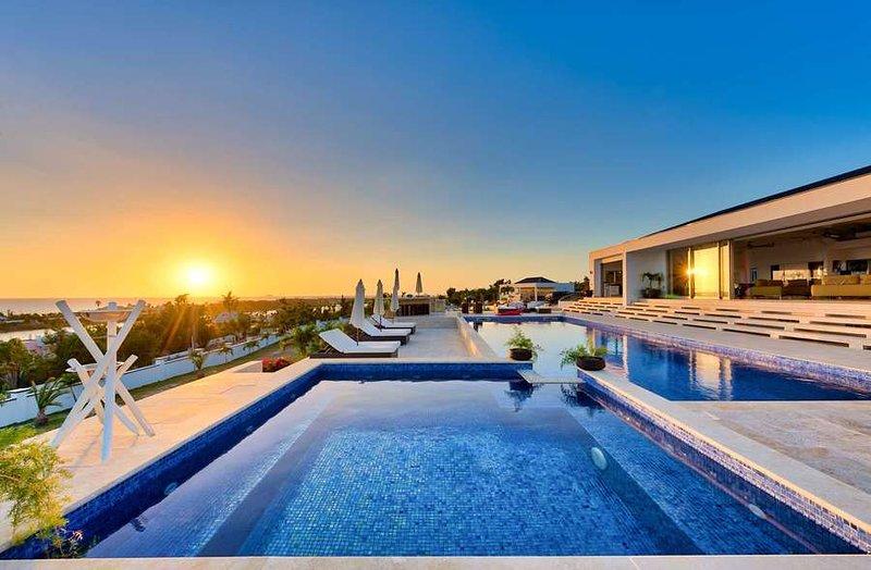 Villa Azure - Ver y área de la piscina - la puesta del sol