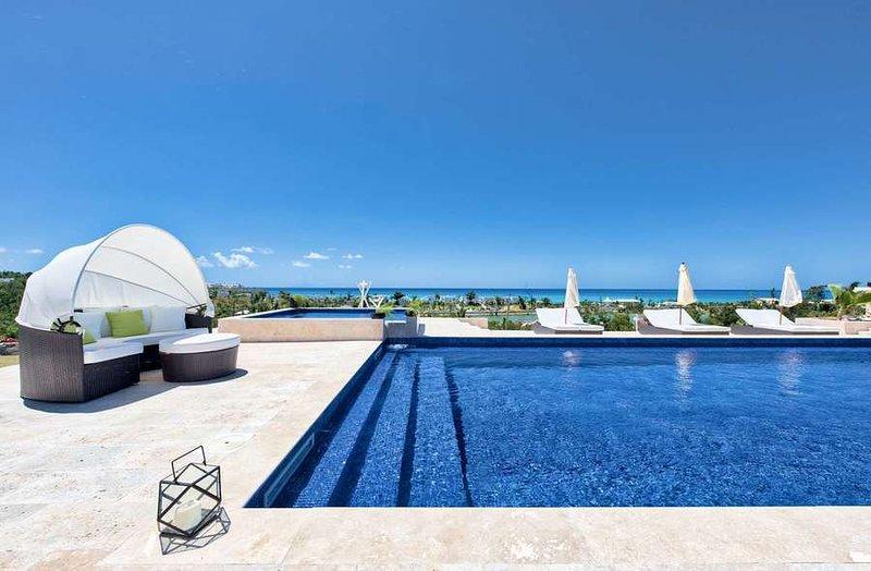 Villa Azure - Ver y área de la piscina