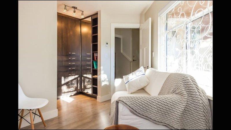 Reichlich Morgensonne durch die großen Fenster, mit Qualität blinden für Schönheitsschlaf zu blockieren!