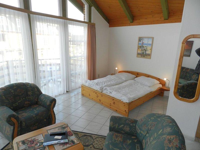 1 Zimmer Ferienwohnung in bester Lage direkt am Wasser in Plau am See, casa vacanza a Luebz