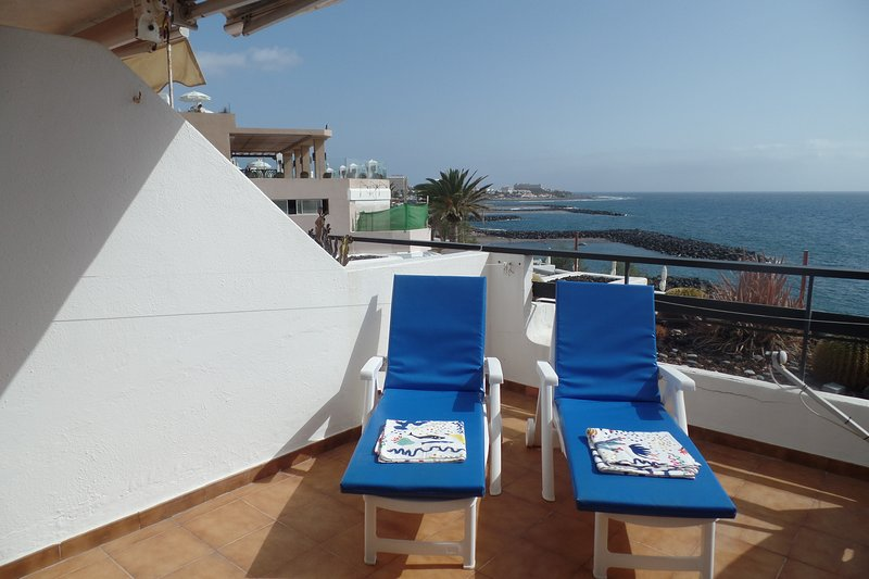 FRONT LINE apartment, amazing sea views from balcony.
