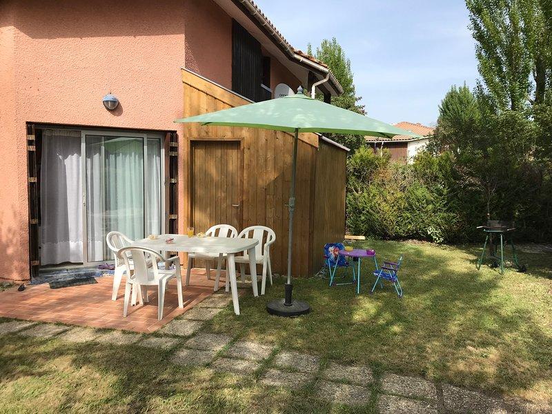 Maison avec jardin à 5 min de la plage, holiday rental in Hourtin-Plage
