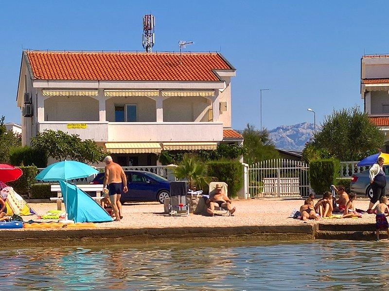 APARTMENT A6  ON THE BEACH 4+2 PERSONS, AMAZING SEA VIEW, location de vacances à Vir