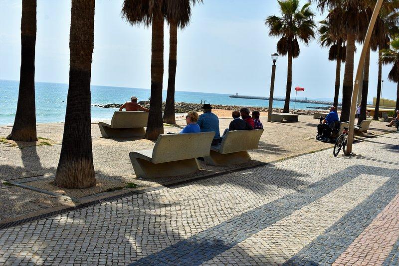 NEW MODERN 2 BEDROOM 2 BATHROOM SEA VIEWS REF MAYV, alquiler vacacional en Quarteira