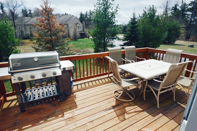Grande gás Weber churrasqueira + lugares ao ar livre para os dias quentes