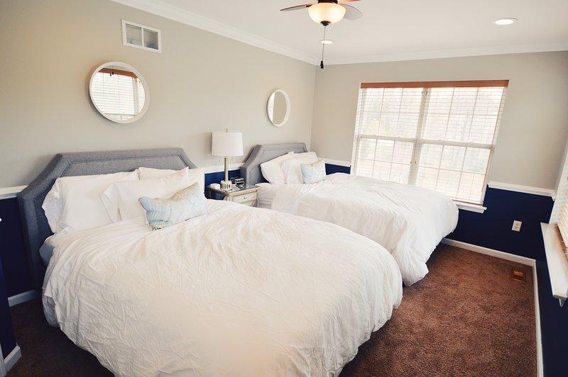 Bedroom3: 2 queen + TV