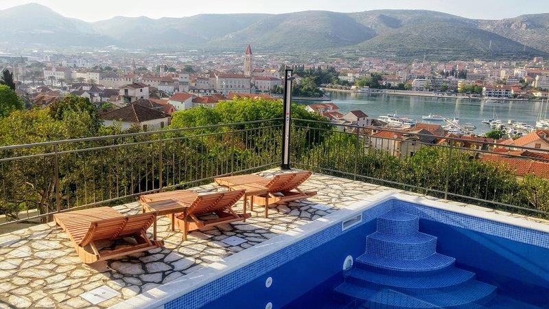 House Balan  -  Wunderschönes Panorama mit Außenpool, holiday rental in Trogir