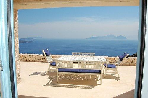 Urania villa Iris. Private pool. Breathtaking sea and mountain views., aluguéis de temporada em Ponti Agiou Petrou