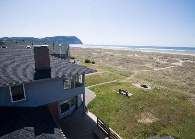 Beautiful oceanfront home just perfect for your family and canine companion!, alquiler de vacaciones en Seaside