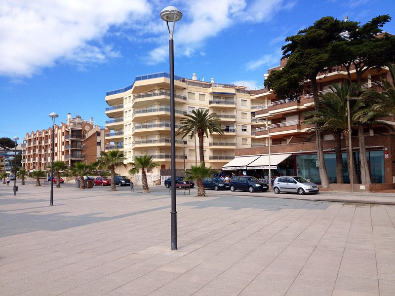 View of the building from the promenade