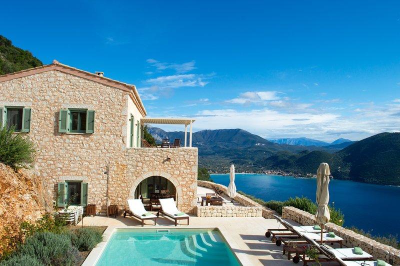 Urania villa Eos. Private Pool. Endless sea views from every space and room., aluguéis de temporada em Ponti Agiou Petrou