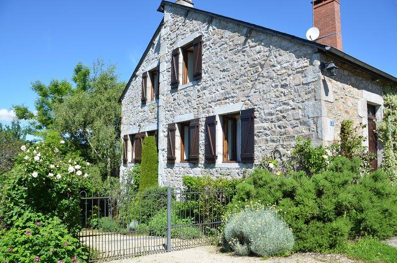 Cottage de charme avec parc et vue d'exception, holiday rental in Marigny-sur-Yonne