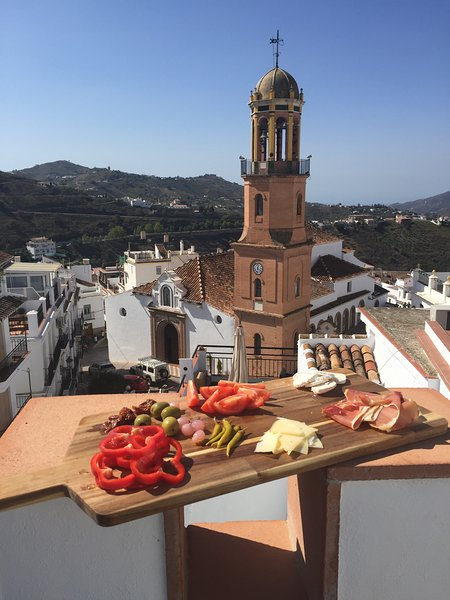 No 9, Cómpeta - luxury 2 bed townhouse off of main square, holiday rental in Competa