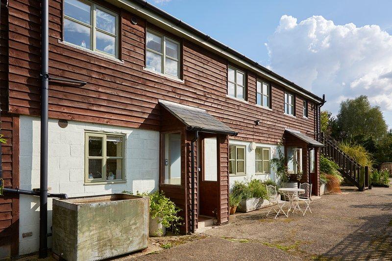 Apartment 2 - Ground floor Buckerfields Barn, holiday rental in Aldbourne