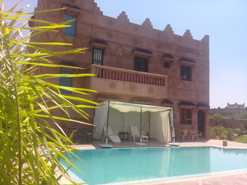 Villa with private pool and its opposite.
