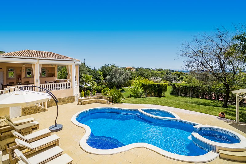 Luxury Villa | Private Pool | Home Cinema | Games Room | Hot Tub | Ocean Views – semesterbostad i Loule
