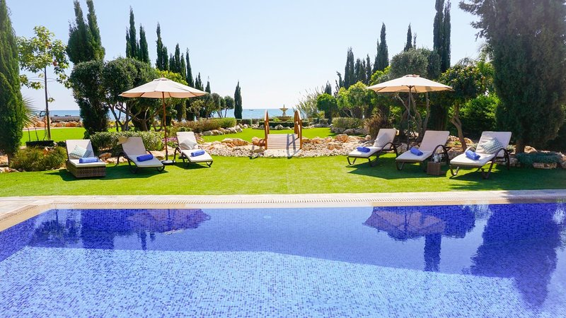 Sea Front Oceanus H3 - Modern and Luxurious Sea Front Villa in Exclusive, holiday rental in Liopetri