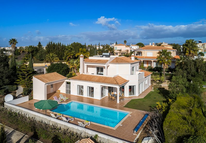 Casa das Oliveiras, Immaculate and Stylish 4 Bedroom Villa, alquiler de vacaciones en Faro District