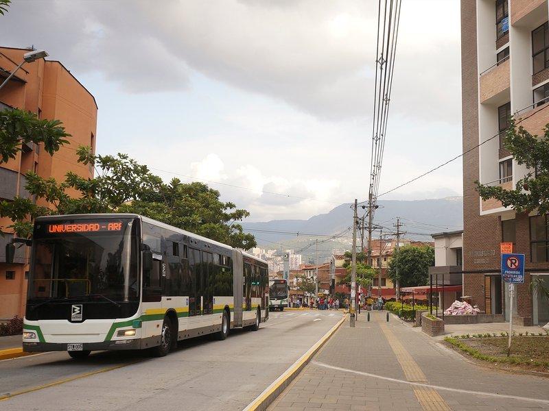 apartaloft Belen cerca centro Comercial Molinos y al frente estacion metro plus, vacation rental in San Antonio de Pereira