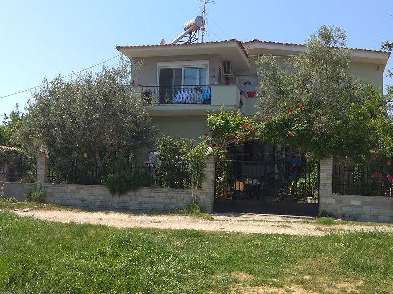 Sofia's Cottage, holiday rental in Paralia Ofriniou