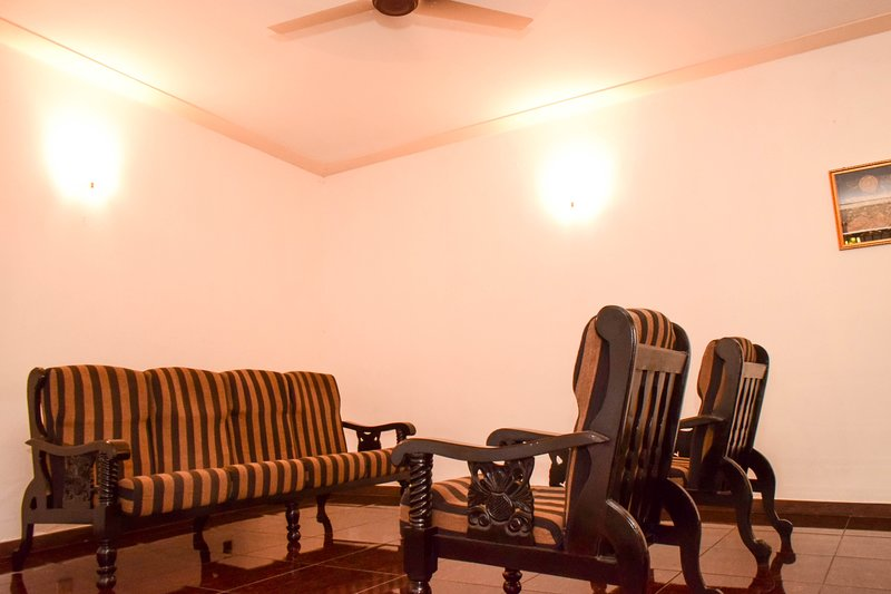 Mount La Villa - Sleeps of  6, holiday rental in Ratmalana