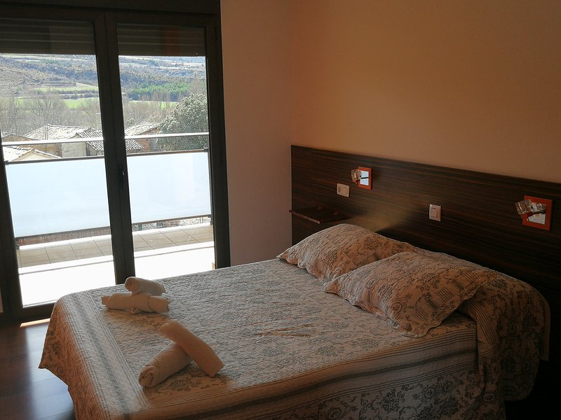 Room with terrace and mountain views