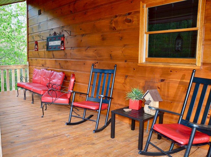 Disfrutar el porche con los sonidos pacíficos de la naturaleza.