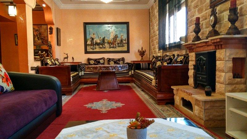 Charmant appartement meublé de 100M2 à 20km de Saidia plage., alquiler vacacional en Berkane