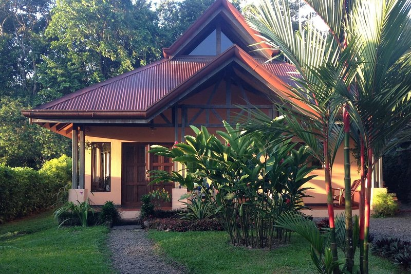 Casa Tortuga - Book your trip to Paradise. Close to Hot Springs!, holiday rental in La Fortuna de San Carlos