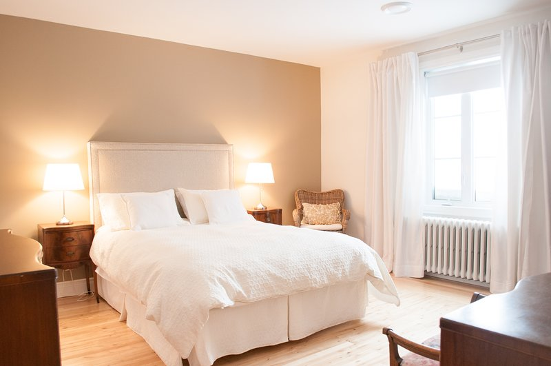 Confortable quality cozy nest where you'll find all you need to enjoy your stay, vacation rental in Longueuil