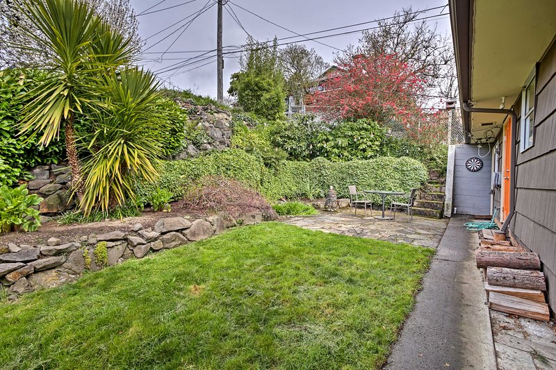 This West Seattle home sleeps 2 and features a lush backyard oasis.