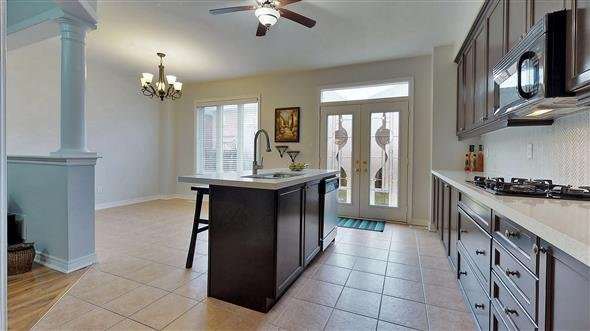 Modern Kitchen with breakfast bar and eat-in area