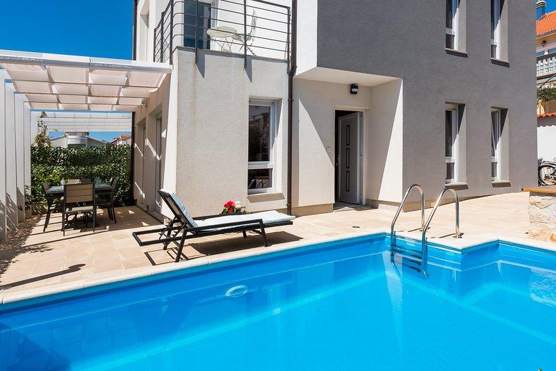 Villa Aurora, holiday rental in Tribunj