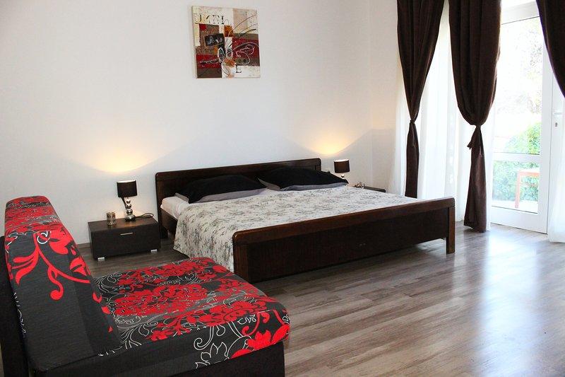 Large 1 bedroom apartment - Bralic, vacation rental in Sibenik